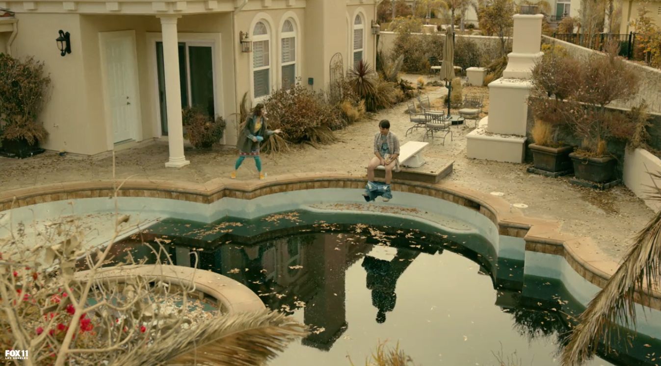 the-last-man-on-earth-filming-locations-she-drives-me-crazy-toilet-pool-2