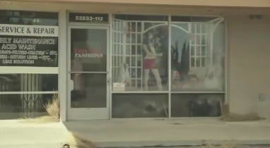 the-last-man-on-earth-filming-locations-phil-mannequin-girl