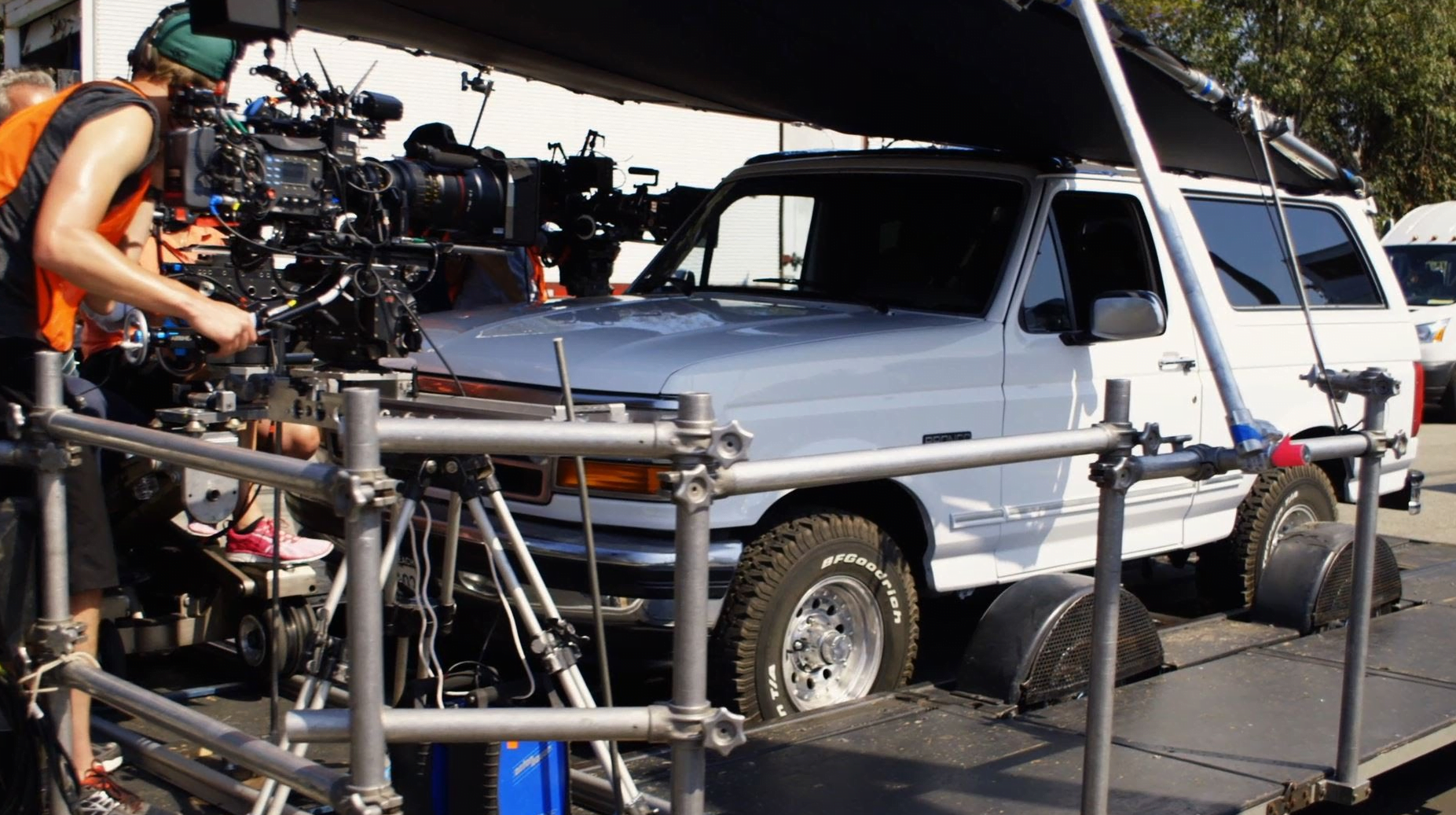 THE-PEOPLE-V-OJ-sIMPSON-filming-locations-405-bronco