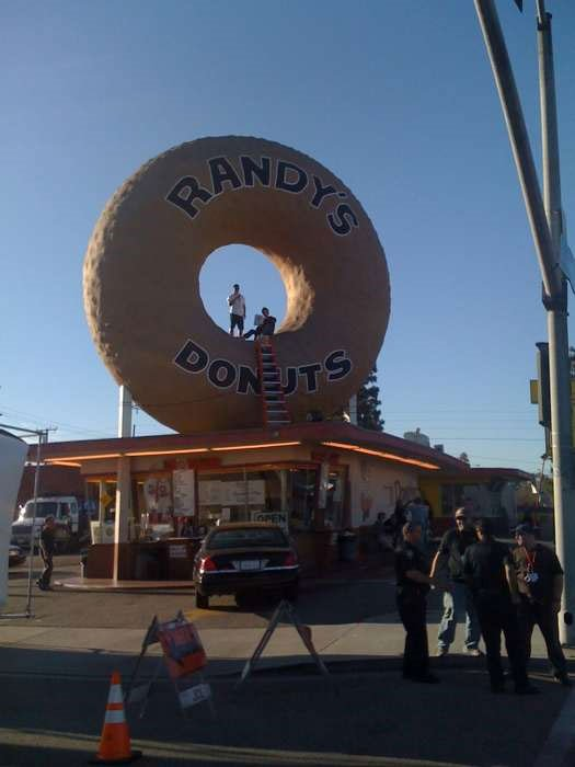iron-man-2-filming-locations-randys-donuts-pic1