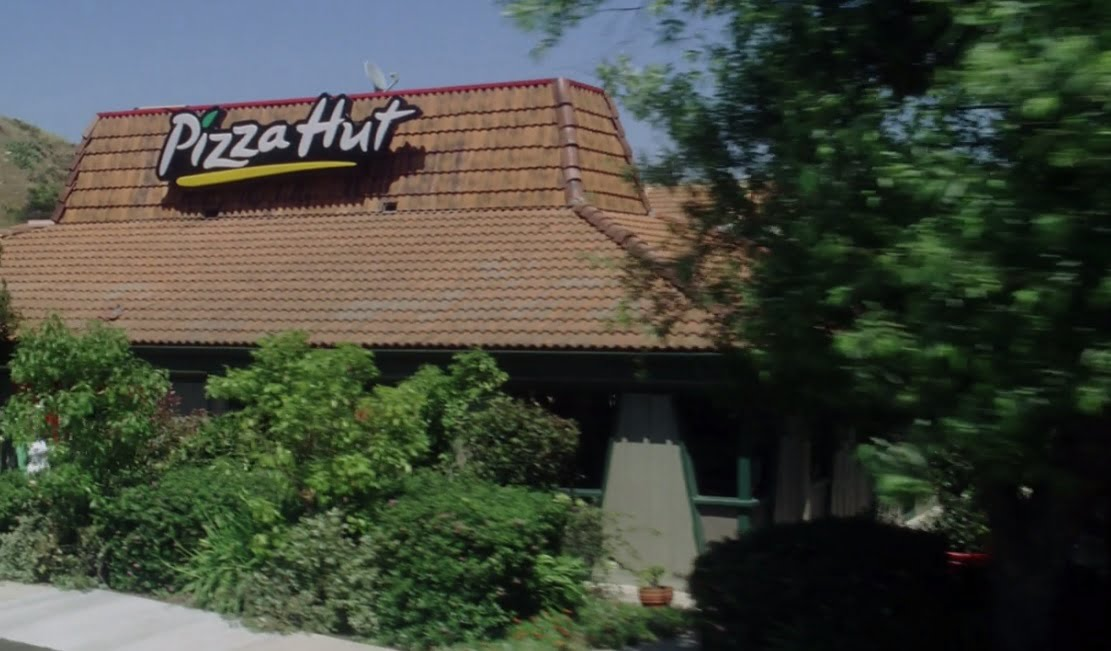 the-benchwarmers-filming-locations-pizza-hut-party