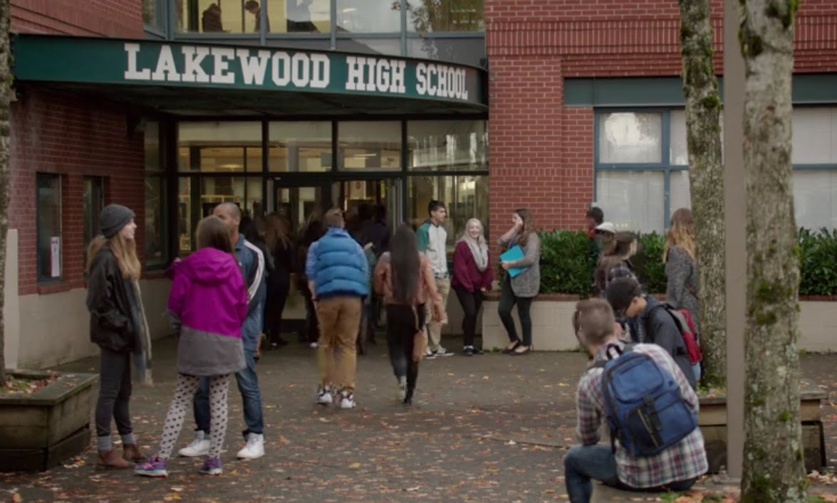 The-Edge-of-Seventeen-filming-locations-lakewood-high-school
