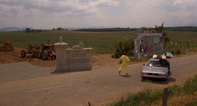 back-to-the-future-filming-locations-lyon-estates-entrance-1955